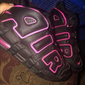 Nike Air More Uptempo Black and Pink size5Y